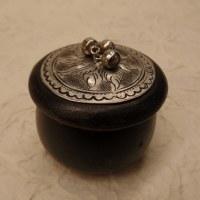 Mini-boîte foncée marmite