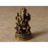 Ganesh debout sur son trône