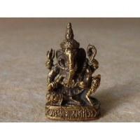 Ganesh assis sur un trône