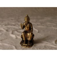 Bouddha assis abhayamudrâ
