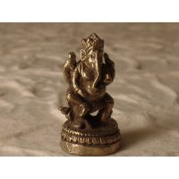 Ganesh jambe droite repliée gris
