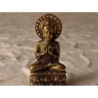 Bouddha auréolé abhayamudrâ doré