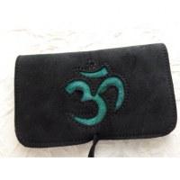 Blague à tabac croûte de cuir noire motif Aum turquoise