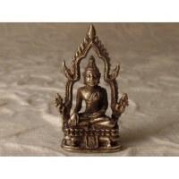 Bouddha assis sur son trône gris