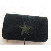 Blague à tabac croûte de cuir noire star verte