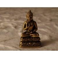 Bouddha assis abhayamudrâ doré