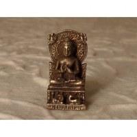 Bouddha assis sur son trône abhayamudrâ gris