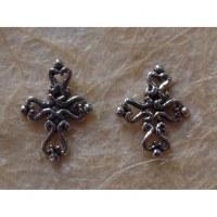 Clous d'oreilles croix