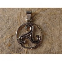 Pendentif triskell rond