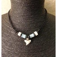 Tour de cou squale perles blanches/bleues