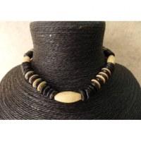kalung Nias noir perle ovale