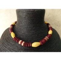 kalung Nias rouge perle jaune ovale