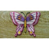Ecusson papillon coloré fond rose