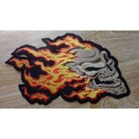 Ecusson tête de mort en feu