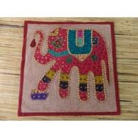Housse carrée grenat patch éléphant