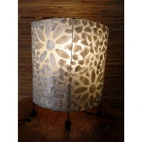 Lampe ovale fleurs blanches