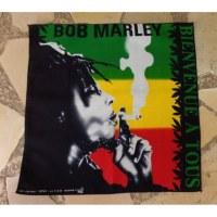Bandana Bob Marley fumant