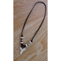 Collier surfeur dent de requin mako 2