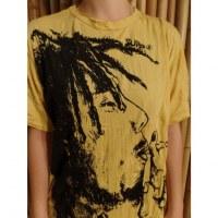 Tee shirt Bob Marley fumant jaune