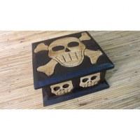Boîte carrée crânes et tibias
