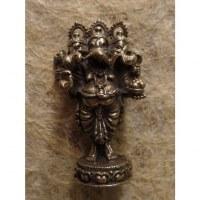 Miniature grise Ganesh à 3 têtes