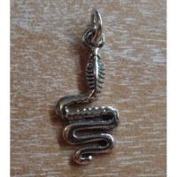 Pendentif serpent