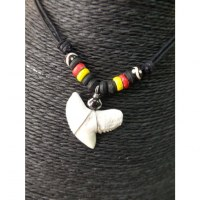 Collier rasta 3 couleurs dent de requin tigre