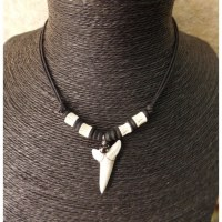 Collier dent de requin mako