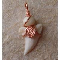 Pendentif spirale dent de requin blanc 2