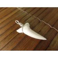 Pendentif argenté dent de requin mako
