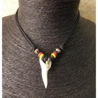 Collier rasta 3 couleurs dent de requin mako