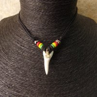 Collier rasta 4 couleurs dent de requin mako