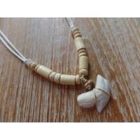 Collier perles en bois clair medewi