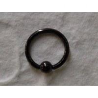 Piercing noir anneau captif