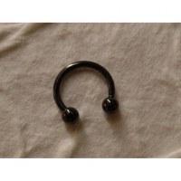 Piercing noir fer à cheval 8