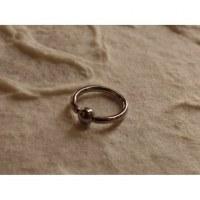 Piercing gris anneau captif