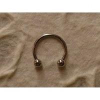 Piercing gris fer à cheval perles