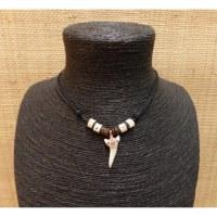 Collier Antilles perles et dent de requin mako