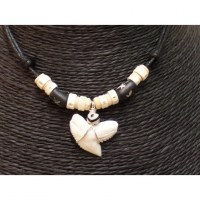 Collier Caraïbes perles bâtons/os et dent de requin tigre