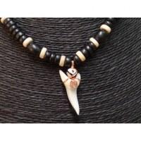 Collier Antilles perles bois et dent de requin mako
