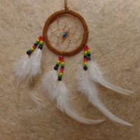 Dreamcatcher noisette plumes blanches kum II