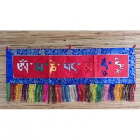 Broderie tibétaine Om mani padme hum fond rouge