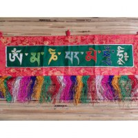 Petite broderie tibétaine Om mani padme hum fond vert