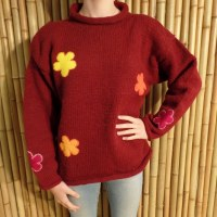 Pull bordeaux Pekapeka flowers