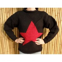 Pull noir étoile rouge