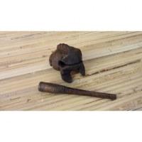 Bébé grenouille güiro foncé