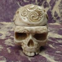 Cendrier blanc 1/2 crâne tribal