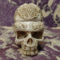 Cendrier blanc 1/2 crâne tribalité