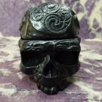 Cendrier noir 1/2 crâne tribal